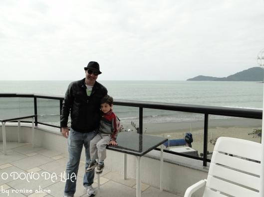 Piscina do hotel com praia de Balneário do fundo