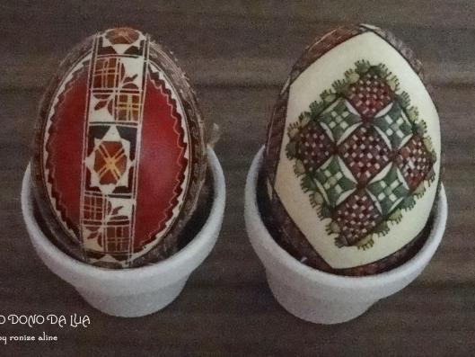 Ovos romenos: casquinhas decoradas com tinta e contas